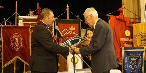 Jack Tibor emlékműdíj