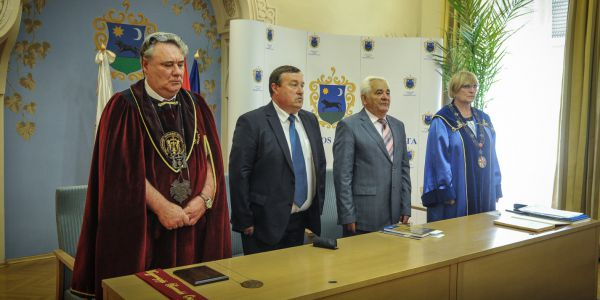 Számos borlovagrend köszöntötte a jubiláló helyieket a Mátra alján.