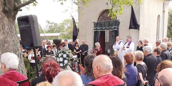Eltemették a Szent Rókus Borlovagrend alapító nagymesterét Gallai Sándort